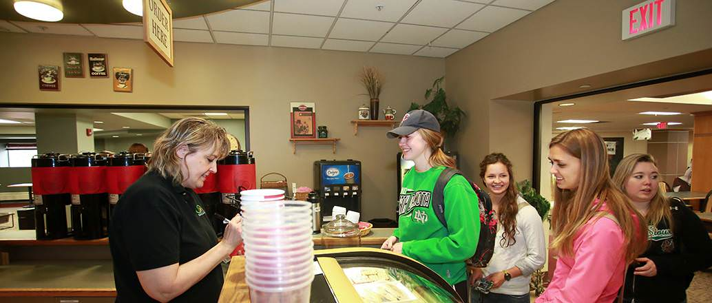 Students purchasing beverages at Stomping Grounds with their Dining Dollars