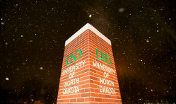 UND sign in snow